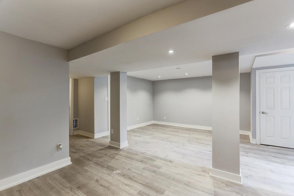 Oshawa,Ontario,2 Bedrooms Bedrooms,1 BathroomBathrooms,Apartment,1005